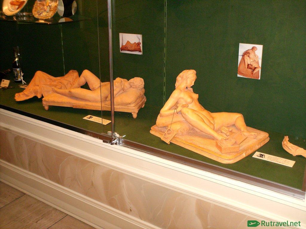 немного смазал секс экспонаты и экспозиции приоткрыла глаза